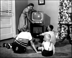 kids-watching-50s-tv